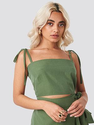 AFJ x NA-KD Tie Strap Cami Top grön