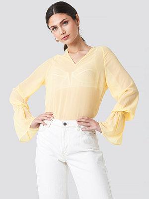 NA-KD Trend Chiffon V-neck Frill Sleeve Blouse gul