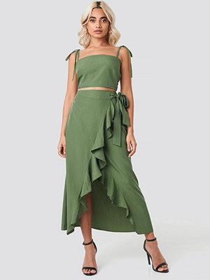 AFJ x NA-KD Ruffle Wrap Midi Skirt grön
