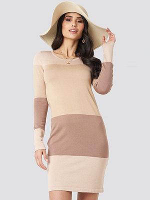 Luisa Lion x NA-KD Light Knit Blocked Dress beige