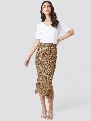 NA-KD Party Jesey Side Slit Leo Printed Skirt brun gul