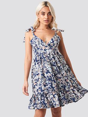Trendyol Shoulder Knot Mini Dress blå multicolor