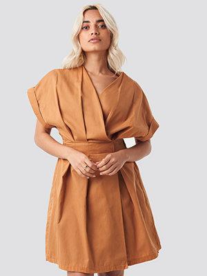 Trendyol Yol Double Breasted Dress brun