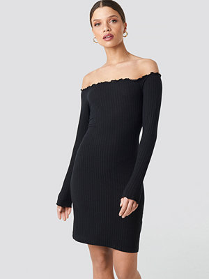 NA-KD Ribbed Babylock Off Shoulder Dress svart