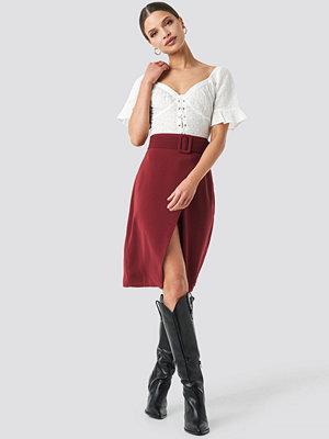 NA-KD Trend Belted Overlap Skirt röd