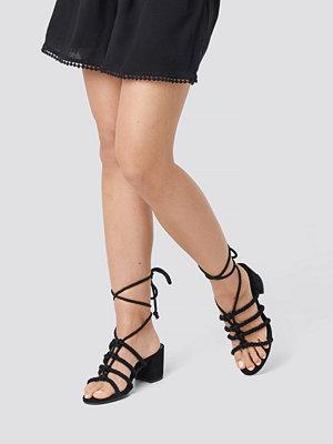 Pumps & klackskor - Luisa Lion x NA-KD Lacing Sandal svart