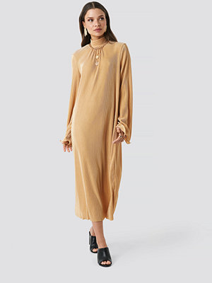 NA-KD Trend Pleated Wide Sleeve Ankle Dress beige