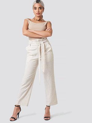 NA-KD vita randiga byxor Paper Waist Striped Trousers beige