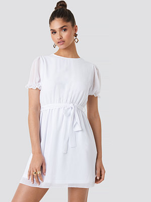 NA-KD Short Sleeve Chiffon Dress vit