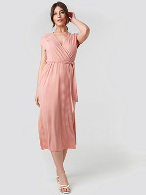 Trendyol Belt Detailed Midi Dress rosa