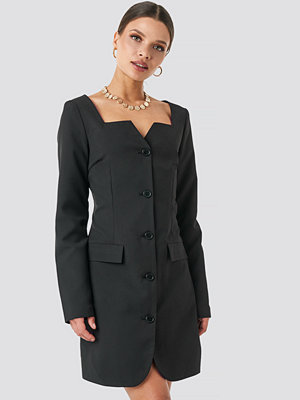NA-KD Trend Fitted Blazer Dress svart