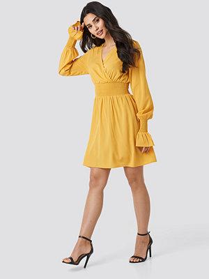 NA-KD Boho Shirred Waist Wrap Mini Dress gul