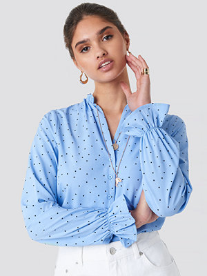 NA-KD Boho Small Dotted Frill Blouse blå