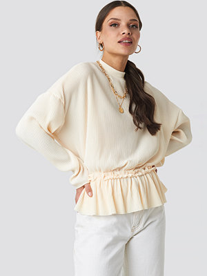 NA-KD Trend Pleated High Neck Long Sleeve Top vit