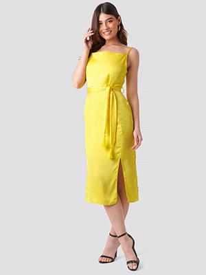 Trendyol Shoulder Strap Midi Dress gul