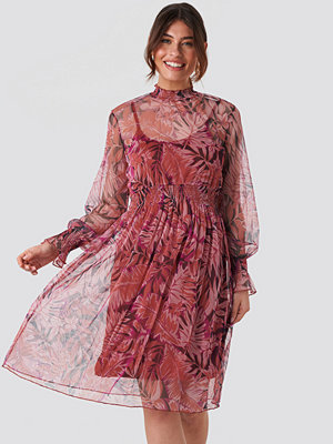 Trendyol High Neck Printed Mesh Midi Dress röd
