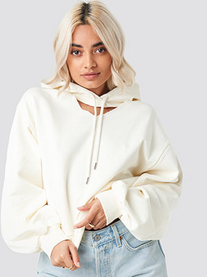 NA-KD Cut Out Hoodie vit nude