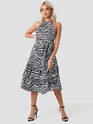 Trendyol Animal Print Midi Dress svart vit