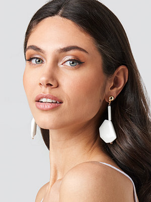 NA-KD Accessories smycke White Stone Drop Earrings vit