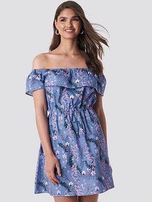 NA-KD Floral Bardot Mini Dress lila