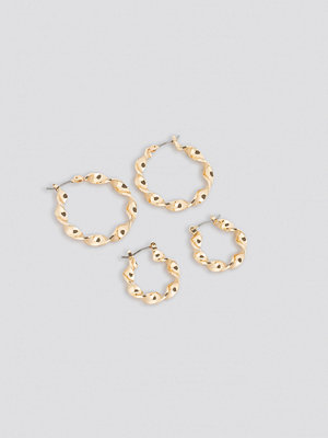 NA-KD Accessories smycke 2-Pack Twisted Hoop Earrings guld