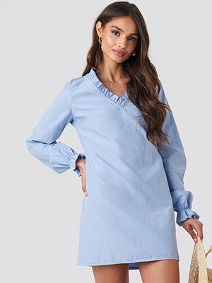 NA-KD Boho Gathered Neckline Oversize Dress blå