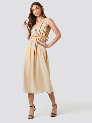 NA-KD V-Neck Frill Waist Flowy Dress beige