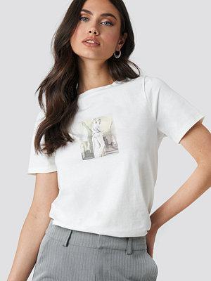 T-shirts - NA-KD Trend Statue T-shirt vit