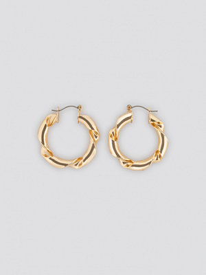 NA-KD Accessories smycke Twisted Hoop Earrings guld
