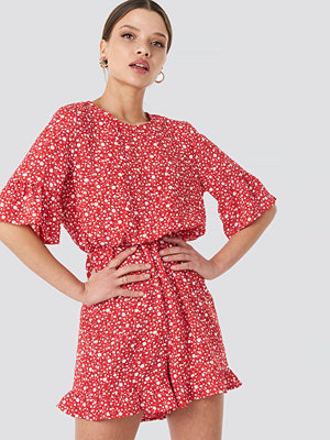Jumpsuits & playsuits - NA-KD Boho Flower Print Frill Playsuit röd