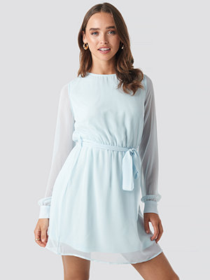 NA-KD Chiffon Dress blå
