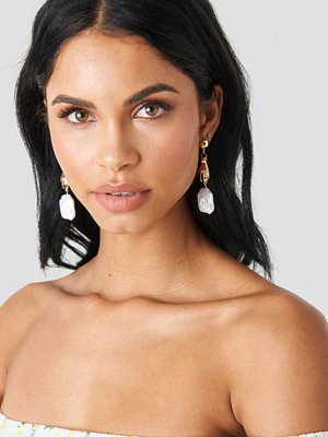 NA-KD Accessories smycke Hand Pearl Earrings guld