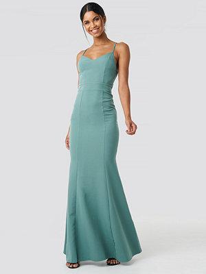 Trendyol Low Cut Evening Dress grön