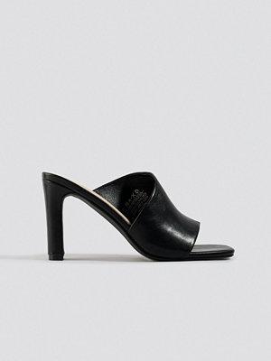 Pumps & klackskor - NA-KD Shoes Asymmetric Strap Mules svart