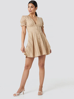 NA-KD Boho V-Neck Anglaise Mini Dress beige