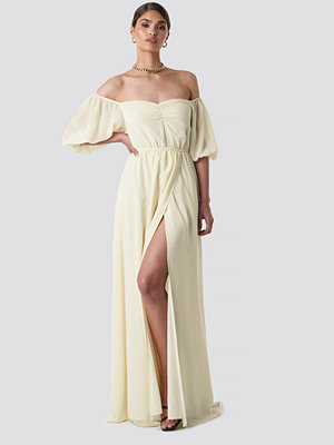 Tina Maria x NA-KD Off Shoulder Puffy Sleeve Maxi Dress gul