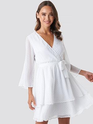Céline & Talisa x NA-KD Belted Wrap Mini Dress vit