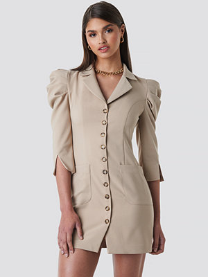 Tina Maria x NA-KD Front Button Blazer Dress beige