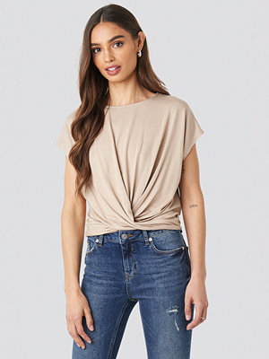 T-shirts - NA-KD Front Knot Top beige