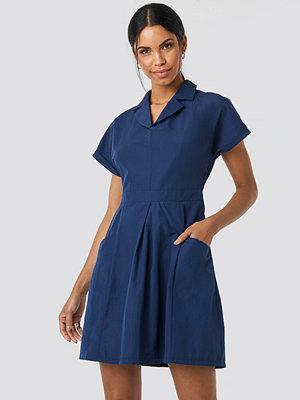 Trendyol Carmen Pocket Detailed Dress blå