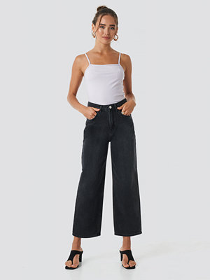 NA-KD Trend Loose Leg Jeans svart