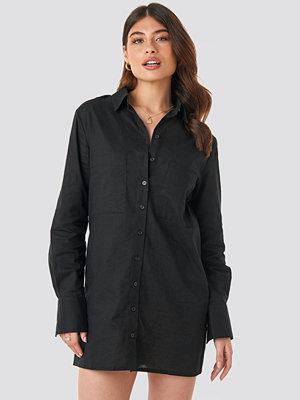 Linn Ahlborg x NA-KD Oversized Shirt Dress svart