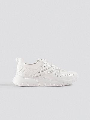 Trendyol Milla Taks Sneakers vit