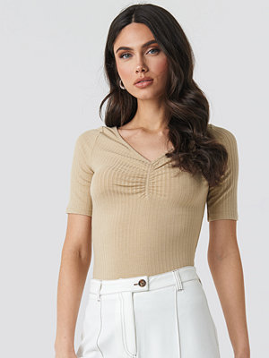 T-shirts - NA-KD Front Ruched Short Sleeve Top beige