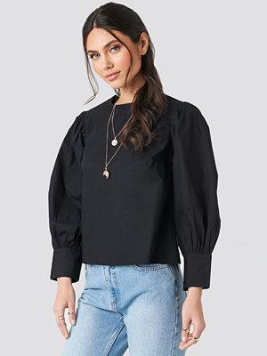NA-KD Trend Large Cuff Puff Cotton Blouse svart