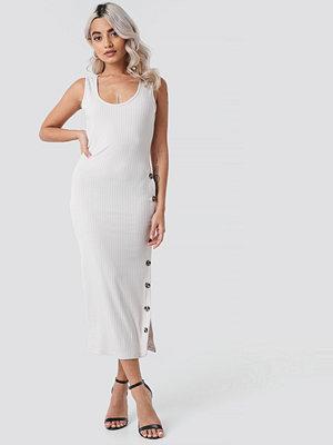 Rut & Circle Ribbed Button Dress vit