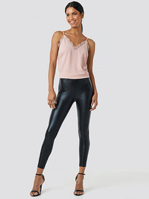NA-KD Party Shiny Leggings svart