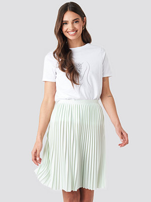 NA-KD Short Pleated Skirt grön
