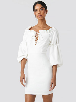 Trendyol Ruffle Collar Detail Dress vit