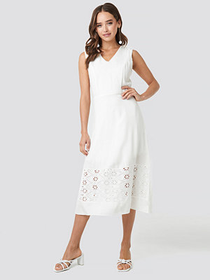 Trendyol Embroidery Detail Midi Dress vit